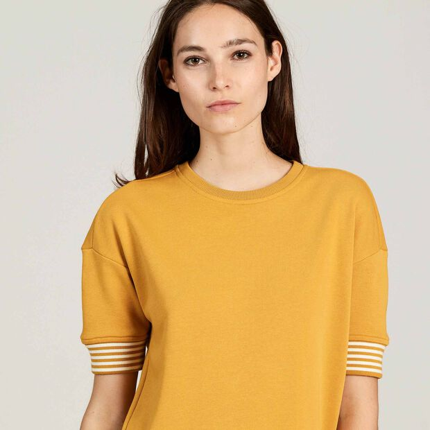 Short-sleeved sweatshirt