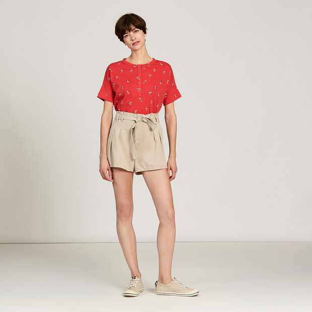 Lightweight linen shorts