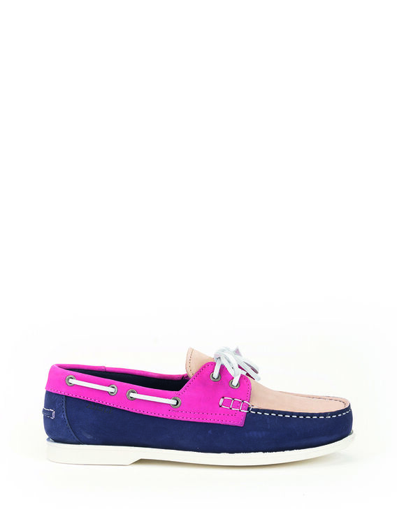 Women's flexible boat shoes