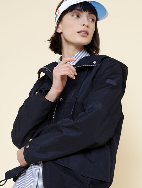 Lightweight water-repellent jacket