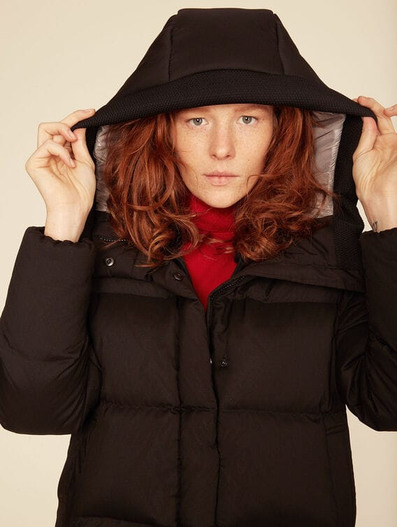 Short water-repellent down jacket
