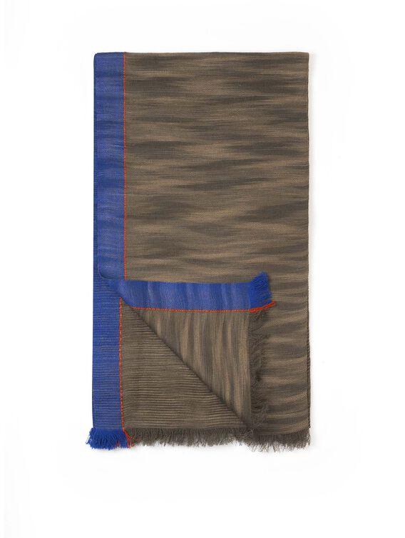 Men's essential autumn scarf