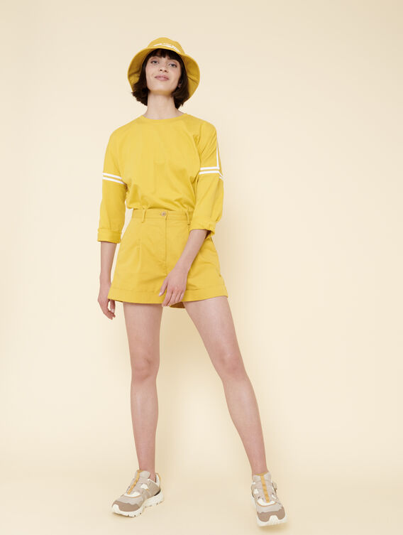 Short pleated shorts