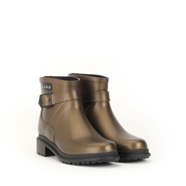 Women's rock-inspired rubber boots