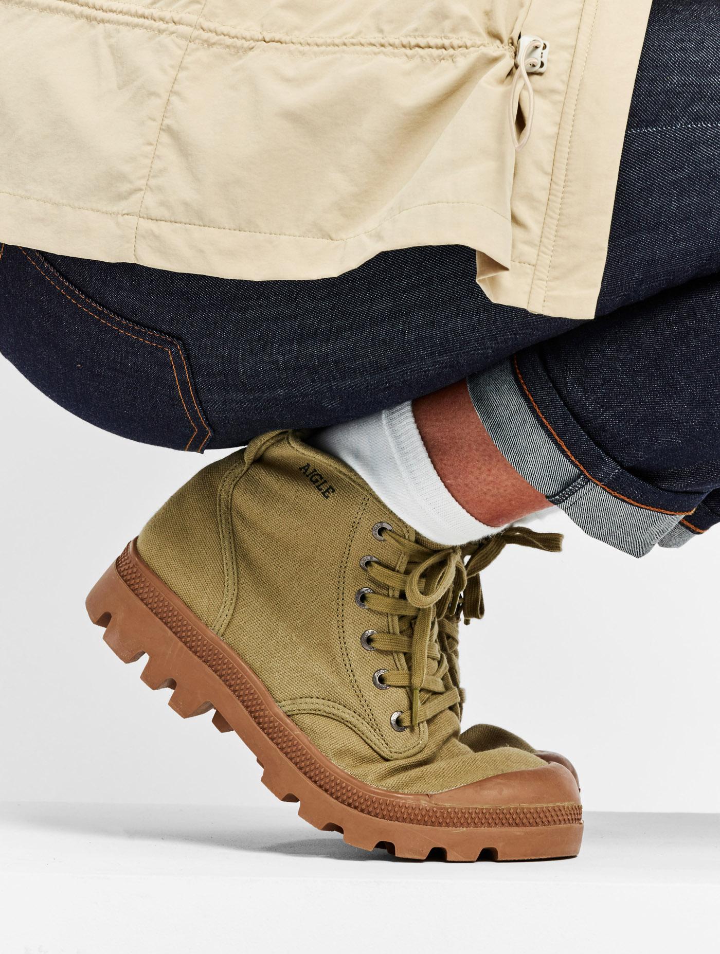 femme cherche chaussure